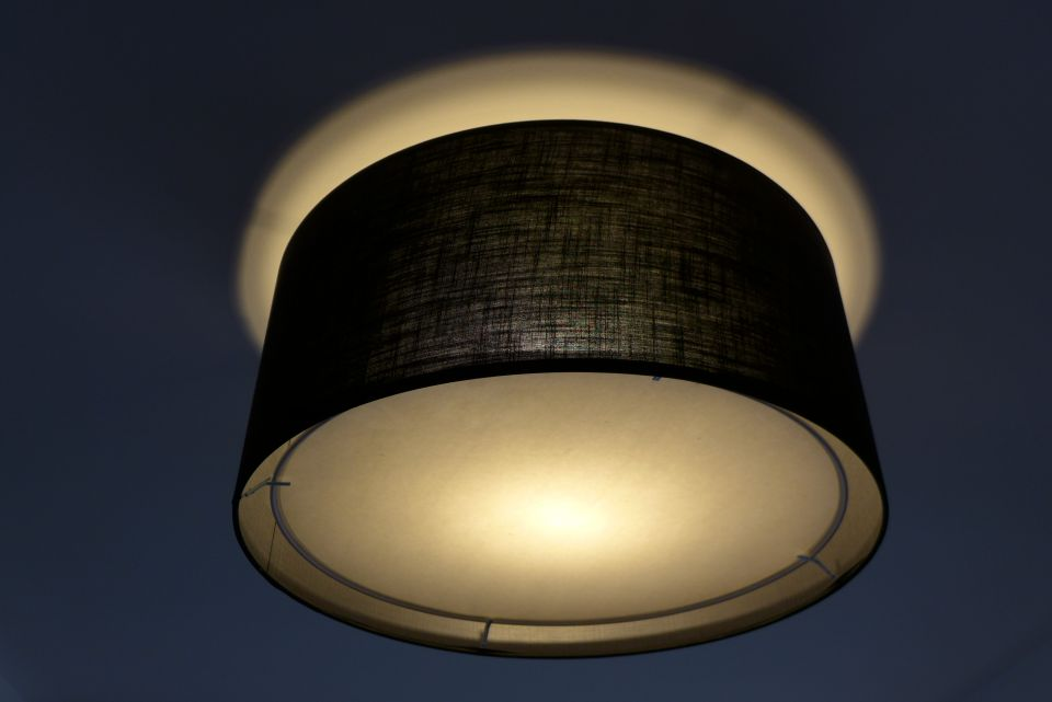 batten light fitting with lampshade and diffuser