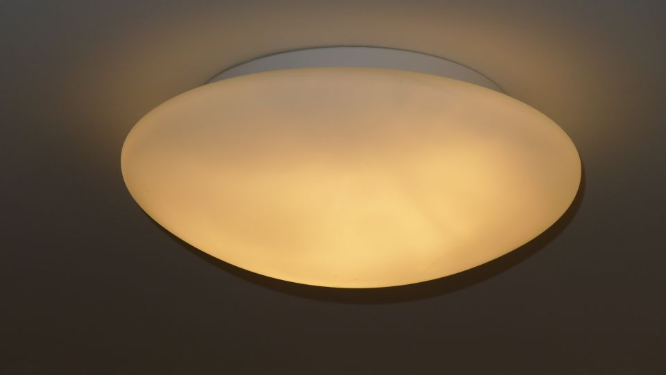 Batten mounted ceiling light fitting