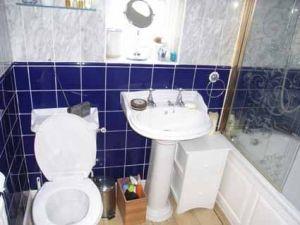 bathroom before makeover