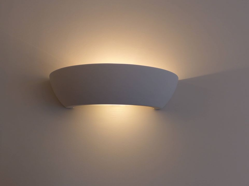 Paintable ceramic wall light