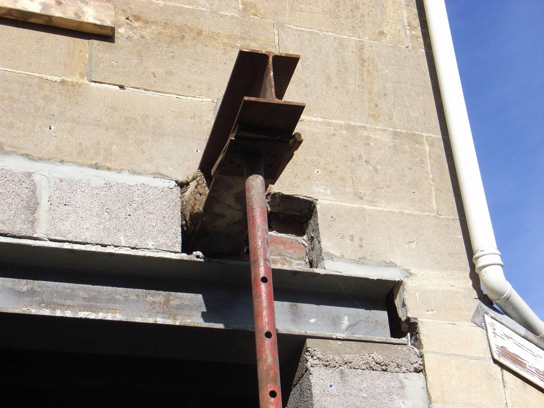 steel pins support first floor