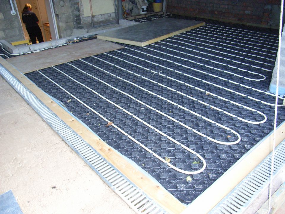wet underfloor heating installed