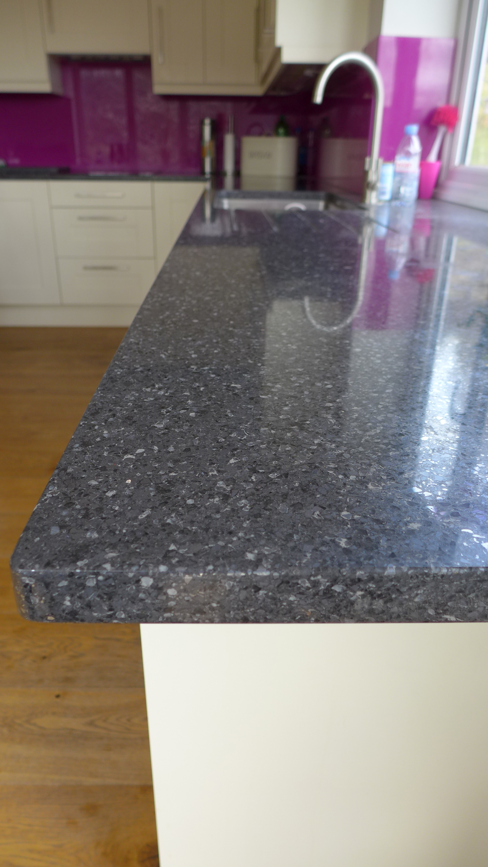 silver quartz kitchen worktop
