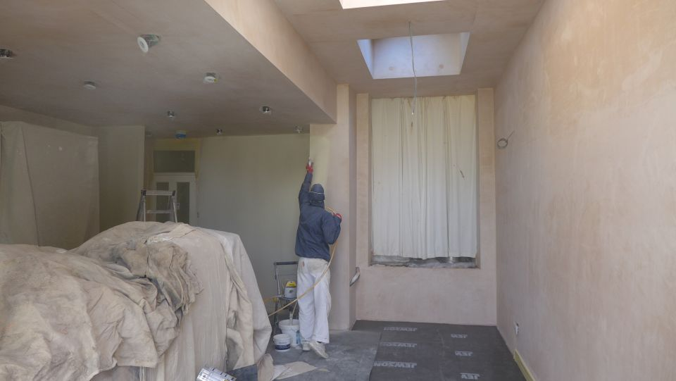 top coats rollered the image below shows the paint sprayer in action. Black Bedroom Furniture Sets. Home Design Ideas