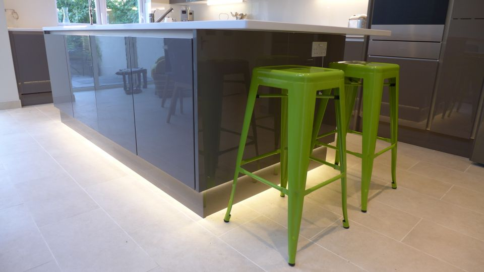 grey-kitchen-plinth-lighting