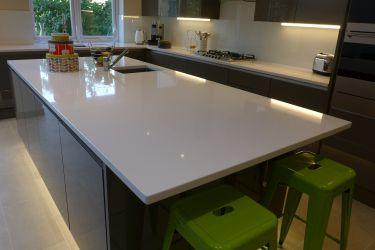 kitchen-island-with-white-quartz-worktop
