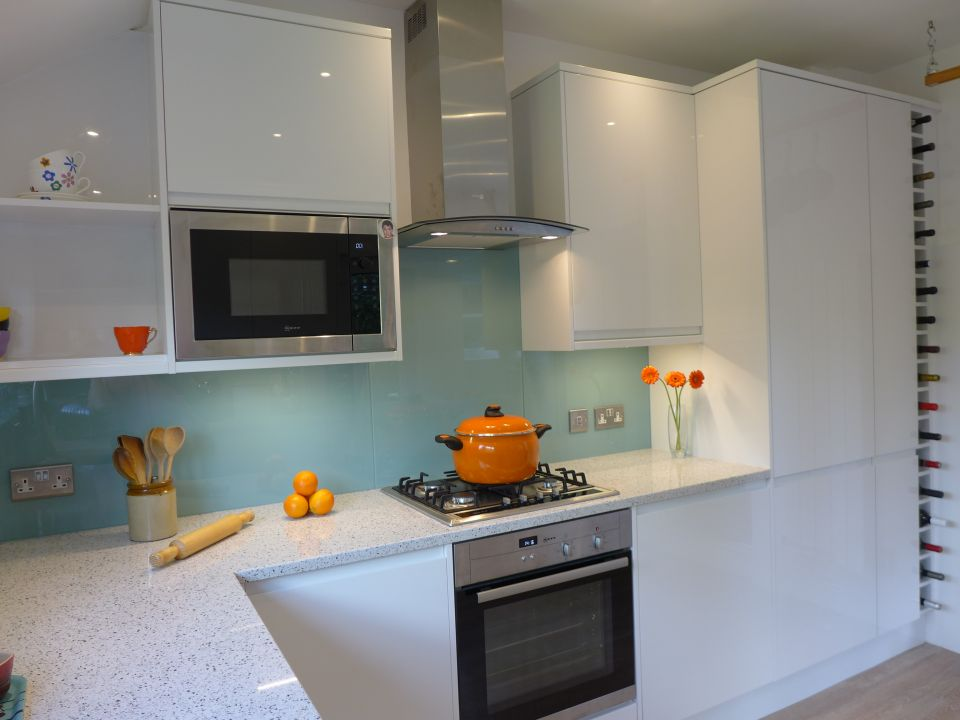 we look at integrated kitchen appliances, as in the photo, as well as freestanding units.
