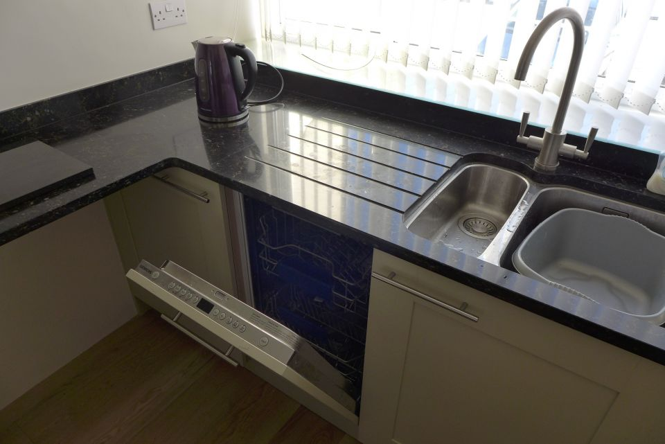 slimline dishwasher 450mm wide