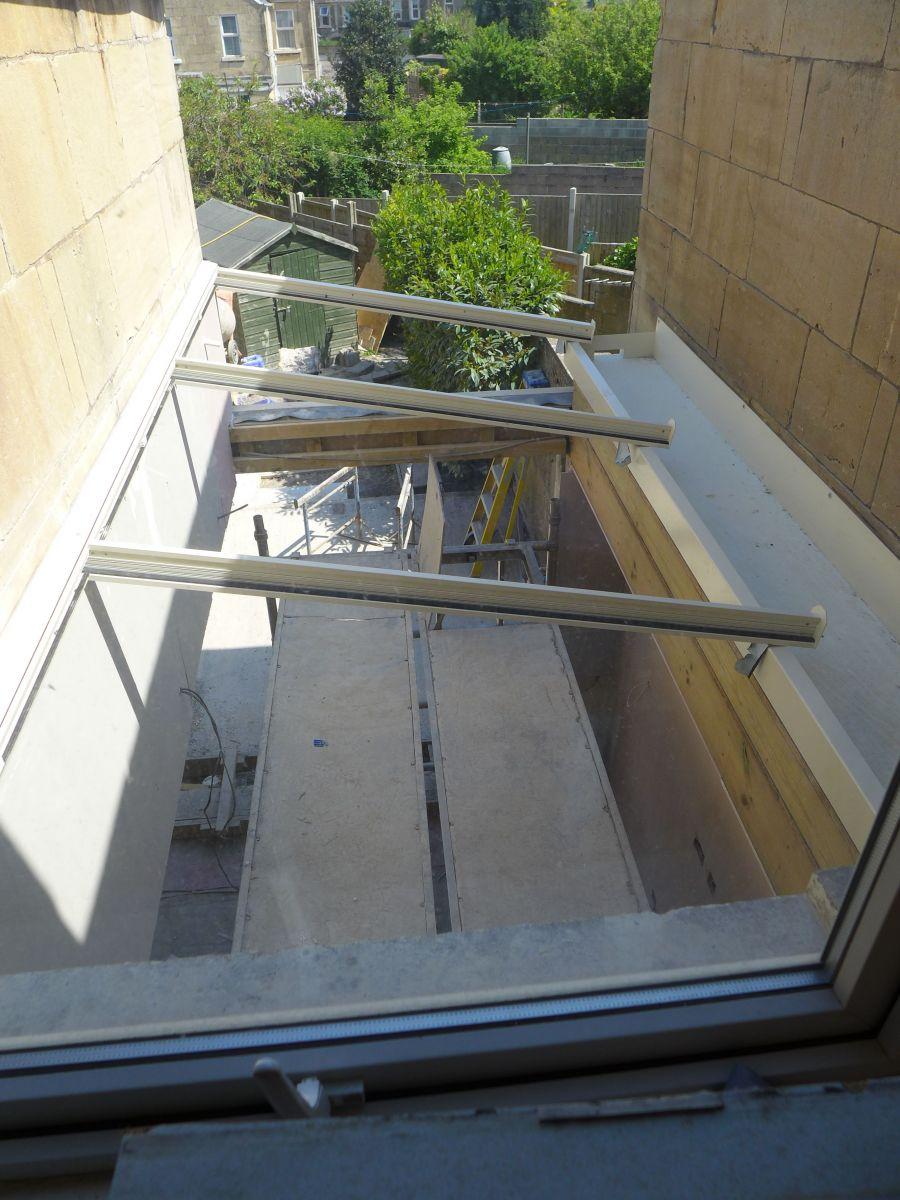 installing aluminium roof frame