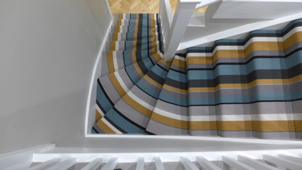 how to curve a striped carpet